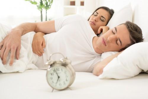 Почему мужчина должен спать голым